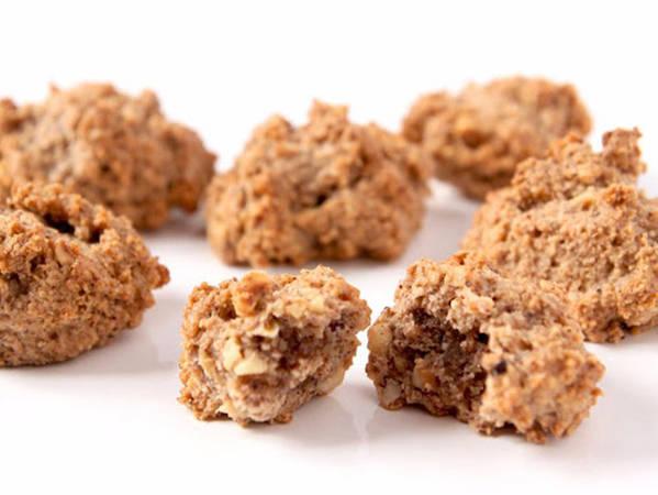 15. Bruttiboni: Bruttiboni là một loại bánh quy làm từ quả phỉ hoặc hạnh nhân tại Prato, miền trung nước Ý. Người ta trộn meringue (hỗn hợp lòng trắng trứng và đường bột ) với các loại hạt xay nhỏ, tạo nên hương vị vừa béo ngậy vừa thơm bùi.