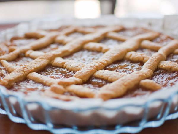 8. Crostata: Loại bánh tart ngon ngất ngây này có nguồn gốc từ thế kỷ thứ 15. Người Ý thường làm Crostata với nhân hoa quả hoặc bơ ricotta.