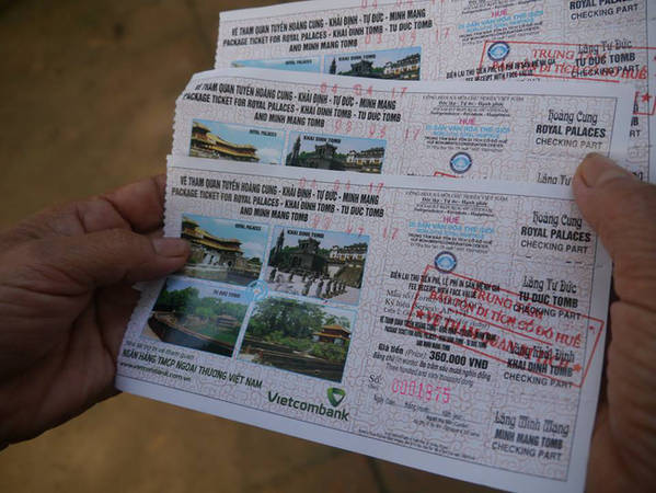Mua vé cả tuyến gồm Đại Nội và 3 lăng sẽ rẻ hơn mua lẻ từng chặng