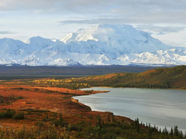 Núi Mount McKinley nằm ở Công viên quốc gia Denali, khu bảo tồn động vật hoang dã rộng hơn 6 triệu mẫu Anh