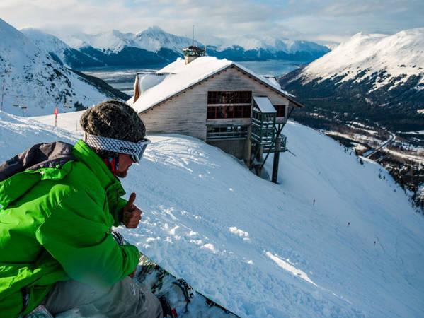 Vào mùa đông, bạn có thể đến khu nghỉ dưỡng Alyeska, khu trượt tuyết quy mô lớn duy nhất của tiểu bang Alaska.