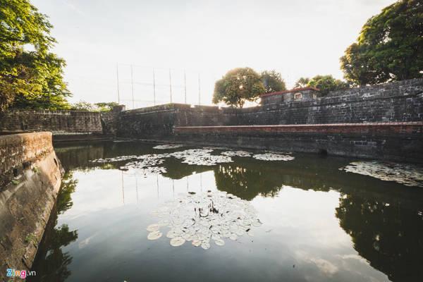 Ban đầu, công trình được xây bằng gỗ và đất, bao quanh bằng hào sâu. Đến năm 1574, sau cuộc tấn công của Limahong và người bản địa, pháo đài bị phá huỷ. Sau đó, người Tây Ban Nha cho xây lại pháo đài bằng đá dày 10 m trong khoảng thời gian từ năm 1589-1592.