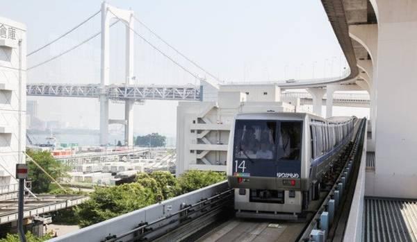 Bạn nên mua thẻ Japan Rail Pass trước khi đến Nhật Bản.