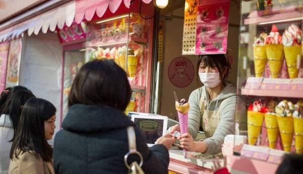 Bạn sẽ bắt gặp một số người đeo khẩu trang tại Nhật Bản.