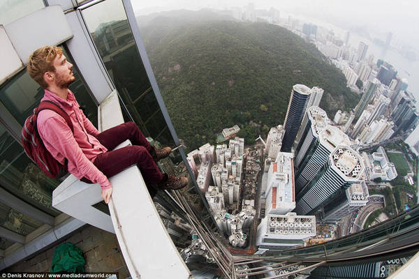 Denis Krasnov tiết lộ anh thường đi du lịch đến những ngọn núi và nhanh chóng nhận ra niềm đam mê với việc chụp ảnh từ trên cao. Ảnh: Denis Krasnov/www.mediadrumworld.com.