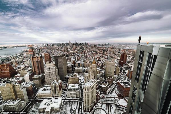 Đối với Svvvk, người đã chụp những bức hình ở New York, đây là công việc rất nguy hiểm, nhưng anh coi đó là trải nghiệm quý giá. Ảnh: @SVVVK/Caters News.