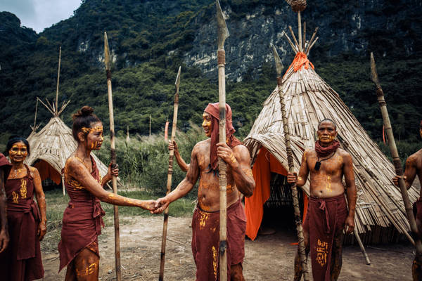 Từng làm công việc liên quan đến du lịch, Bùi Nguyện (sinh năm 1991) và Quách Thơm (1993) đã lên ý tưởng làm một bộ ảnh độc lạ và quảng bá du lịch Ninh Bình.