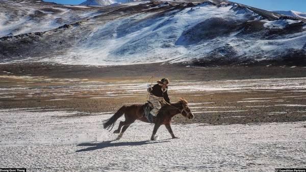 Ngựa là một phần không thể thiếu trong nền văn hóa du mục Kazakh. Đua ngựa cũng là môn thể thao ưa thích của họ trong các lễ hội thi.