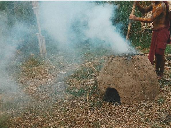 Nhóm bếp lửa bằng đất đúng điệu trong đời sống sinh hoạt của thổ dân. Ảnh: @2502rvl_