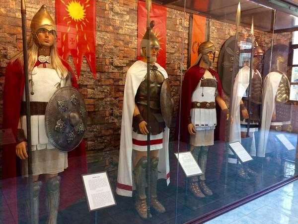 Vũ khí và trang phục của quân đội Hoplite huyền thoại (góc trái)
