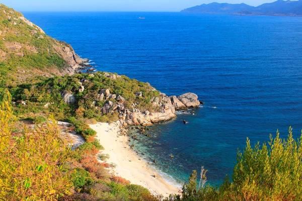 Đảo Bình Ba có diện tích khoảng 3 km2, biển hoang sơ, nước xanh trong vắt, người dân thân thiện, hải sản tươi ngon, giá cả phải chăng và di chuyển thuận tiện.
