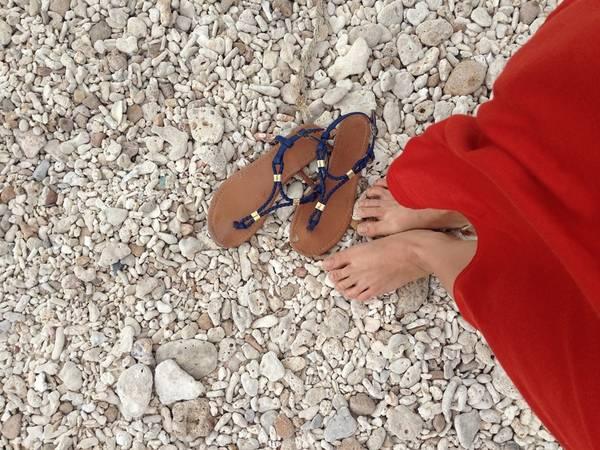 Bãi Chướng có nhiều đá và san hô chết nên bạn cần cẩn thận khi đi lại, và đừng quên mang một đôi dép để tránh đá và san hô cứa rách chân.