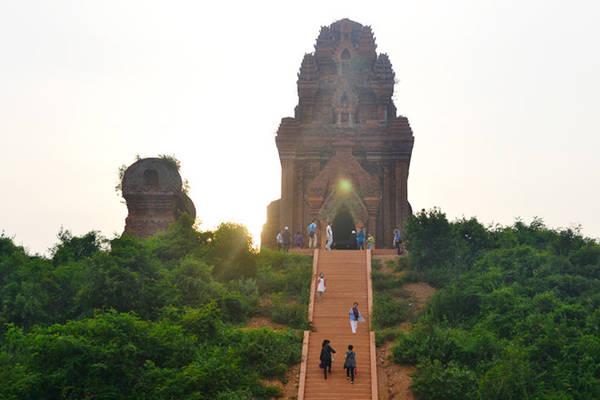 Tháp Bánh Ít là khu di tích đẹp, đặc sắc và còn lại nhiều tháp nhất của Vương quốc Chăm pa trên mảnh đất Bình Định. Ảnh: Trung tâm thông tin xúc tiến Du lịch Bình Định.