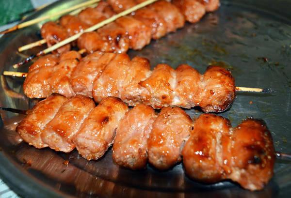 Thịt kim tiền là món thịt ăn kèm bánh hỏi đặc trưng của lò bánh hỏi Út Dzách.