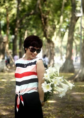 Mùa lá bay cũng là mùa hoa loa kèn nở - sự kết hợp thiên nhiên ưu ái cho Hà Nội thêm lãng mạn và thơ mộng.