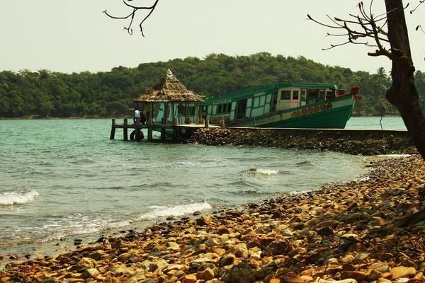 Đảo Hải Tặc không chỉ thu hút bởi tên gọi mà thực tế hòn đảo này cuốn hút du khách bằng chính vẻ đẹp mộc mạc, hoang sơ của nó. Ảnh: cinet.gov.vn