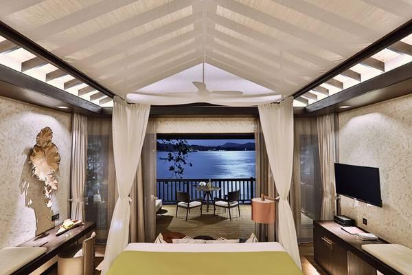 40 villa của Nam Nghi được xây dựng sát biển, dưới những tàng cây và có phòng khách rộng, ban công rộng nên mỗi villa có những view hướng ra biển đầy cảm xúc và lãng mạn.