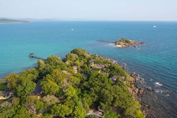 Rock Sunset Island Bar – địa điểm ngắm hoàng hôn đẹp nhất Việt Nam, nằm trên một đảo nhỏ riêng biệt cách bán đảo chính chỉ 5 phút đi thuyền.