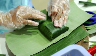 Nem Lai Vung thường được gói trong lá chuối. Ảnh: Bizmedia.