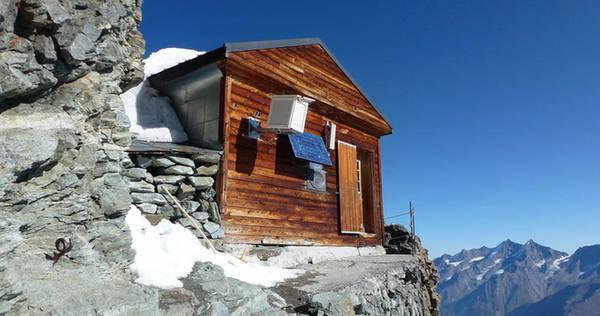 Chủ sở hữu của Solvay là Alpine Alpine Club Thụy Sĩ - câu lạc bộ leo núi lớn nhất thế giới. Ngôi nhà được xây dựng vào năm 1915, và hơn 100 năm qua nó luôn là chỗ nghỉ chân và cung cấp đồ ăn cho những người leo núi.