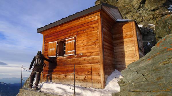 Ngôi nhà được đặt theo tên của Ernest Solvay, một nhà leo núi, thám hiểm và doanh nhân người Bỉ. Solvay cũng chính là người đã quyên góp tiền để xây công trình này.