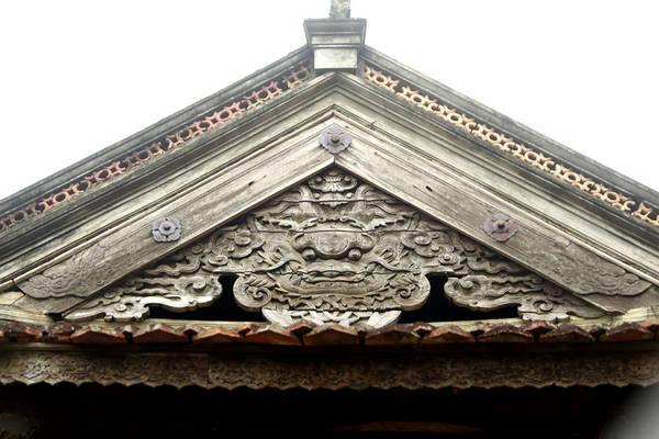 Tất cả đều rất tinh xảo được tạo ra dưới bàn tay thợ tài hoa của các nghệ nhân làng mộc ngay trong vùng Tổng Nủa, làng truyền thống Chàng Sơn Làng nghề mộc lâu đời và nổi tiếng của xứ Đoài.
