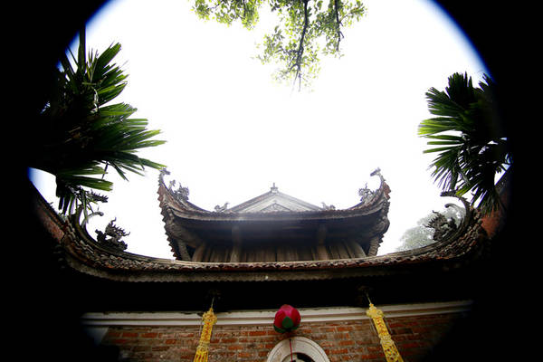 Tổng cộng trong chùa có khoảng 72 pho tượng gỗ theo kiểu tượng tròn được đánh giá vào loại bậc nhất về nghệ thuật tạc tượng cổ nước ta. Các tượng được tạc bằng gỗ mít sơn son thếp vàng. ăng truyền cảm.