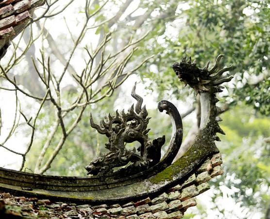 Nơi đây còn là nơi tập trung những kiệt tác hiếm có của nghệ thuật điêu khắc tôn giáo bao gồm chạm trổ, phù điêu và tạc tượng.