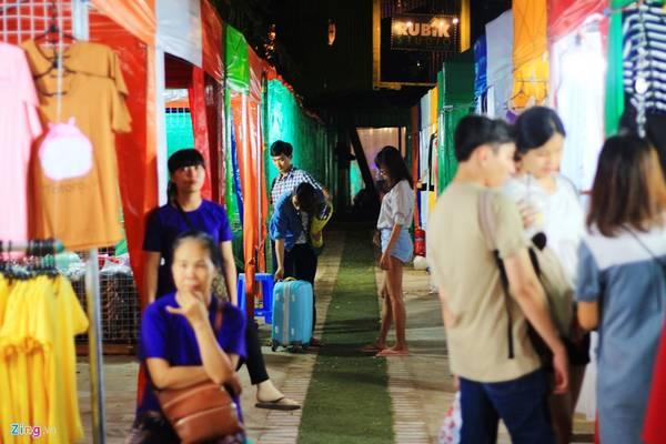 Rubik Zoo là tổ hợp mua sắm bằng container nằm trong khuôn viên Thảo Cầm Viên (đường Nguyễn Thị Minh Khai, quận 1, gần cầu Thị Nghè). Ảnh: Huỳnh Hằng.
