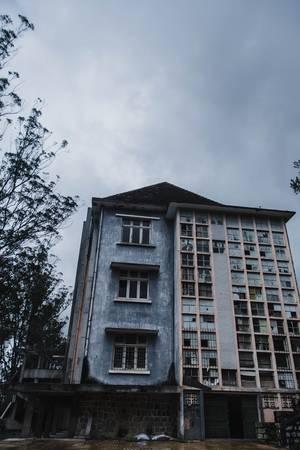 Đến bây giờ, nơi đây thuộc sự quản lý của Đại học Kiến trúc, nhưng trường chưa sửa chữa và đưa vào sử dụng, để lớp bụi thời gian tiếp tục bao phủ những ô cửa kính vỡ vụn theo thời gian, hành lang u tối đầy cỏ dại...
