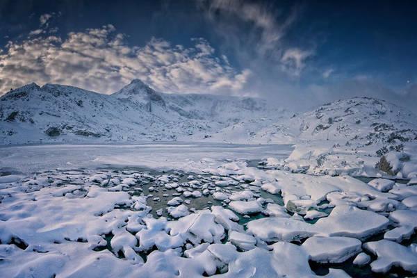 Mùa đông trên hồ.