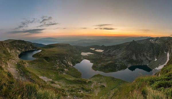 Những chiếc hồ nằm giữa lòng núi.