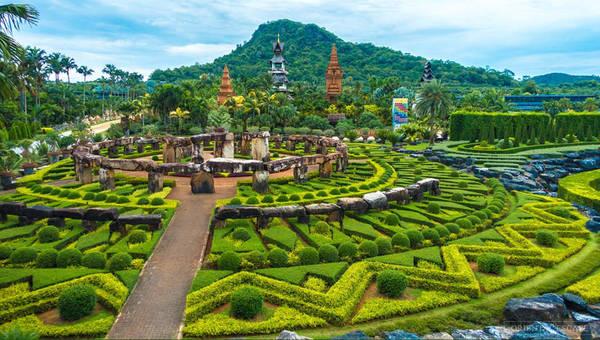 Vườn nhiệt đới Nong Nooch nằm trên trục đại lộ số 3 từ Bangkok đi Pattaya, cách Pattaya khoảng 20 km, là khu vườn thực vật đẹp nổi tiếng của Thái Lan. Ảnh: Orientalescape.