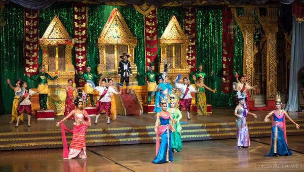 Du khách sẽ được xem các nghệ sĩ biểu diễn điệu múa truyền thống của Thái Lan, xem biểu diễn võ Muay Thái. Ảnh: Orientalescape.