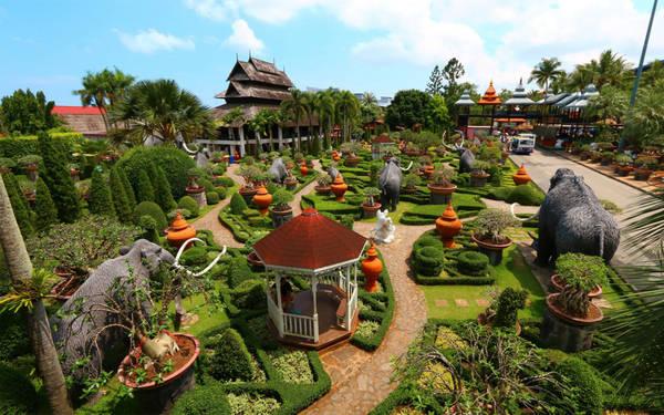 Khu vườn chính thức mở cửa đón du khách vào năm 1980 và dần trở thành một điểm đến hấp dẫn với hơn 5.000 người ghé thăm mỗi ngày. Ảnh: Orientalescape.