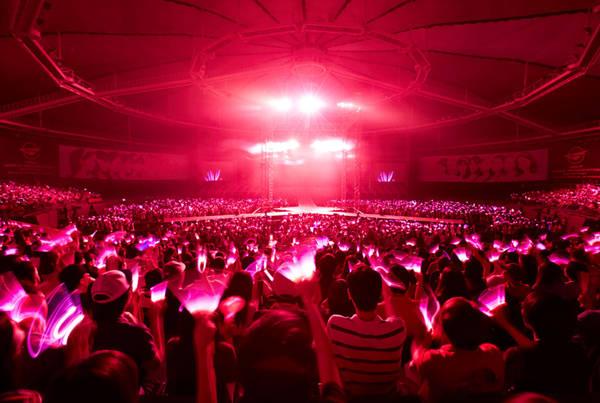 12. Xem một concert Kpop: Kpop là một yếu tố nổi bật không thể bỏ qua khi nhắc đến văn hóa Hàn. Nhạc pop Hàn là sự pha trộn giữa nhạc thị trường, thời trang, hình tượng gợi cảm, đáng yêu, và một chút R&B. Dù không mê, bạn nên thử một lần để chứng kiến khung cảnh, cảm xúc ngoạn mục ở đó. Những bước nhảy đều tăm tắp, tiếng gào thét của người hâm mộ, giai điệu bắt tai sẽ đem đến một buổi tối khó quên. Ảnh: Taeyeonism.