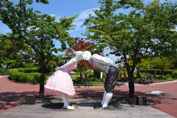 13. Bảo tàng Tình yêu Loveland: Loveland trên đảo Jeju là một trong những điểm hấp dẫn siêu thực, kỳ quặc ở Hàn Quốc. Ở đó, bạn có thể thưởng thức từ khu vườn có các bức tượng mô phỏng các cơ quan sinh dục và hành vi tình dục, cho đến những khám phá chi tiết về đời sống thầm kín của người Hàn. Ảnh: Rtwin30days.