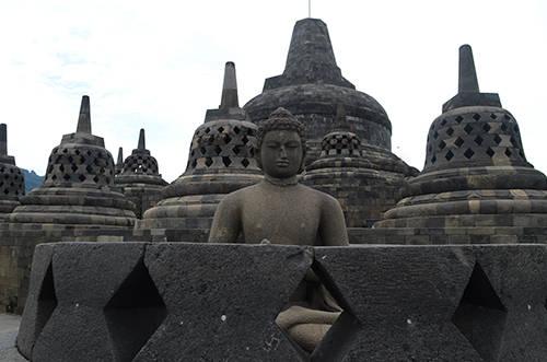 Bức tượng Phật ở Borobudur. Ảnh: Phong Vinh.