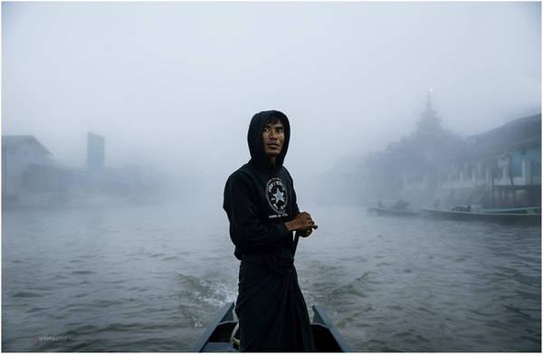 Inle (hay Inlay) - trong tiếng Myanmar có nghĩa là hồ lớn - là một trong hai hồ nước ngọt lớn nhất đất nước này. Hồ thuộc bang Shan, cách Bangan 600 km. Hồ có diện tích khoảng 220 km2, nơi sâu nhất khoảng 6m.