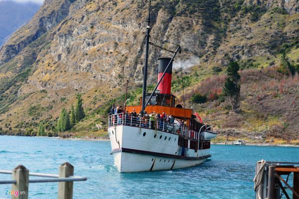 Chiếc tàu 100 tuổi này từng chở Nữ hoàng Elizabeth II và Hoàng thân Philip vào năm 1990.