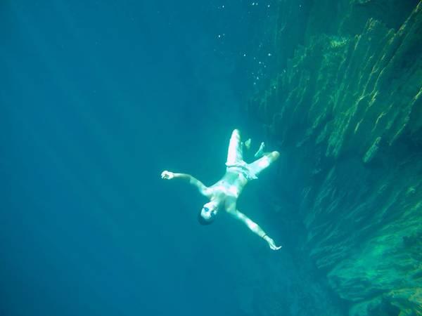 Lặn xuống dưới Baracuda lake.