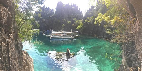 Phía bên kia Twin lagoon (thuyền có thể vào được).