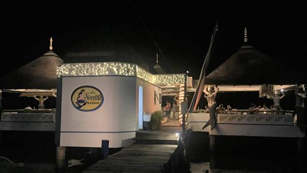 Nhà hàng nổi La Sirenella.