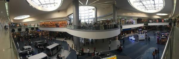 Bên trong Mall of Asia.