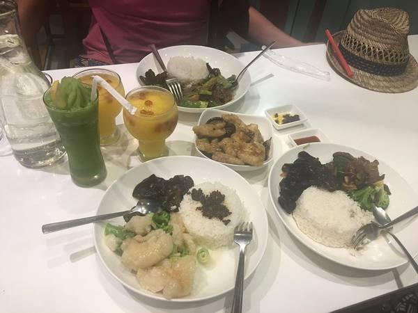 Ăn tối tại Mall of Asia.