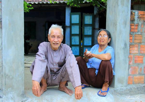 Khi hỏi đường, tôi được hai bác khá lớn tuổi cho vào nhà nghỉ ngơi, trò chuyện. Người dân ở đây rất thân thiện và nhiệt tình.