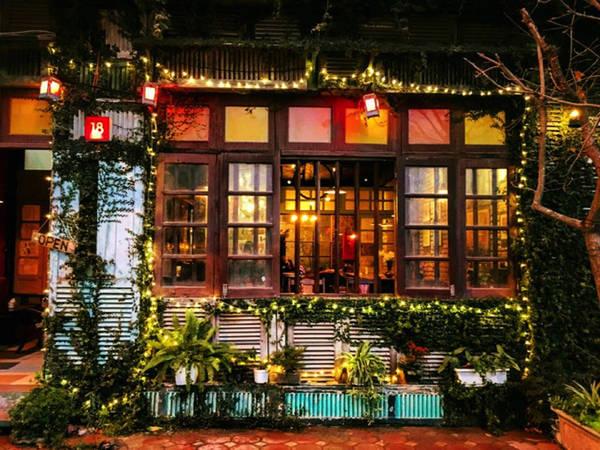 Nhà kho 247 mở cửa từ 8h sáng đến 23h các ngày trong tuần tại số 18 TT11B Khu đô thị Văn Quán.