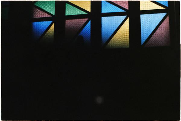 Phần đầu của nhà thờ cũng được xây dựng trong các khung hình màu sắc, hình Cha đặt làm trung tâm.