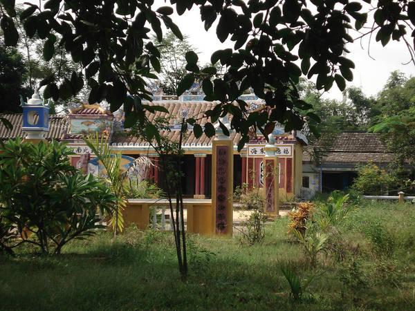 Làng cổ Túy Loan mang đậm nét văn hóa Trung bộ, thể hiện qua không gian nên thơ, mộc mạc, hữu tình. Không gian làng thoáng đãng, nằm bên cạnh dòng sông Túy Loan quanh co. Ảnh: Hien Tran/Flickr.