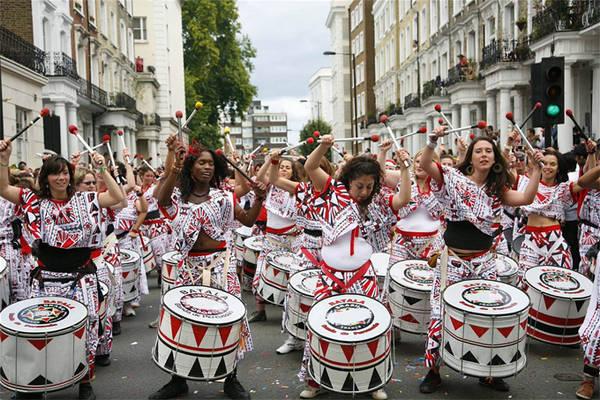 Lễ hội Carnival tại Notting Hill, khởi đầu từ những năm 1950, thường diễn ra vào cuối tháng 8 dịp Bank Holiday, thu hút cả triệu người tham gia. Các đường phố chật cứng người hoá trang, các ban nhạc chủ yếu theo phong cách Mỹ La tinh và Caribe, những quầy hàng bán đồ ăn..